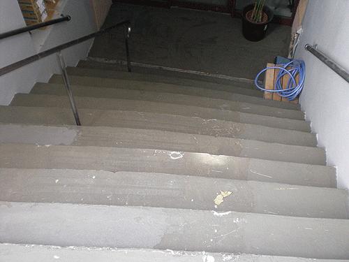 【6】階段全てに、丁寧に下地処理剤を塗布完了した状態。