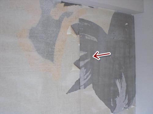 【3】クロスをはがしたあとに薄紙が残っている。