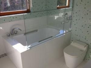 ガラスモザイク洗面台・総タイル張り浴室(目黒区)